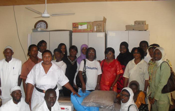 DT-female-Staff-with-the-TANKA-TANKA-Psychiatric-Team-to-donate-items-in-celebration-of-Internal-Womens-Day-2010