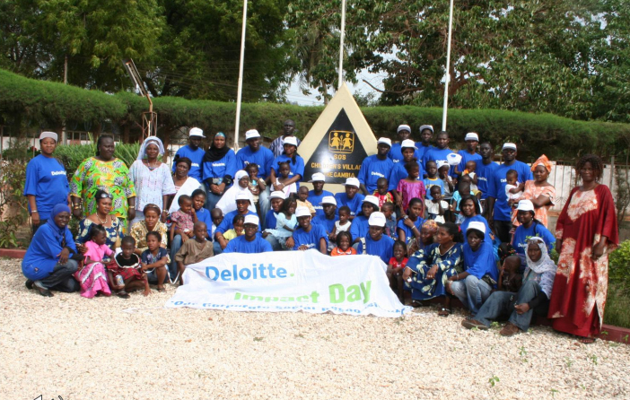 DT-staff-with-SOS-children,-mothers-and-management-(Impact-Day-celebrations)